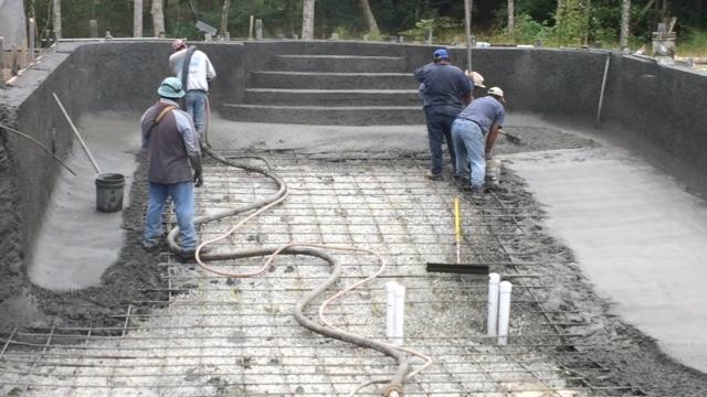 Best Pool builders working on a swimming pool